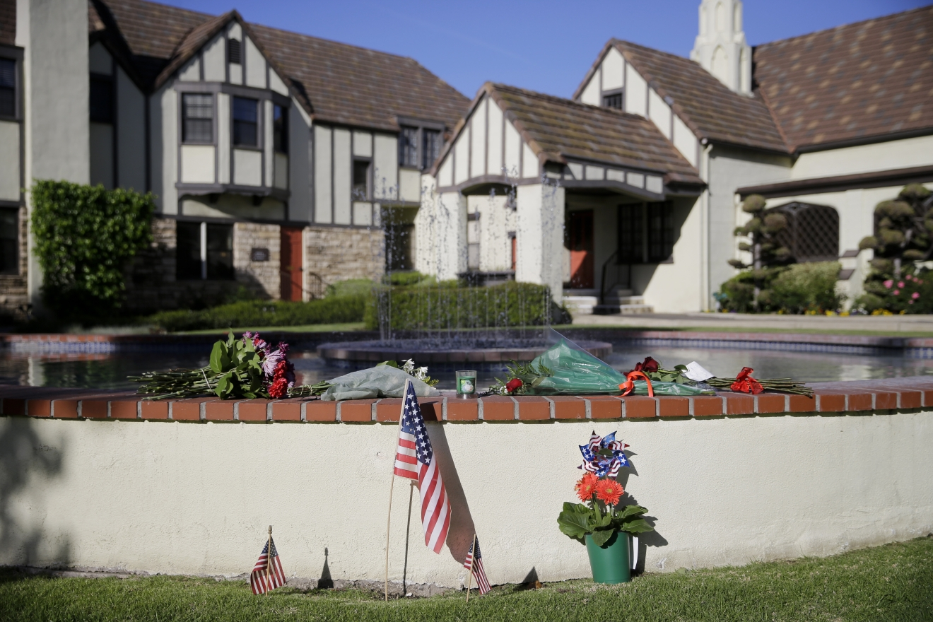 Flowers sit outside a mortuary where a small ceremony for former first lady Nancy Reagan will take place, Wednesday, March 9, 2016, in Santa Monica, Calif. (AP Photo/Jae C. Hong)