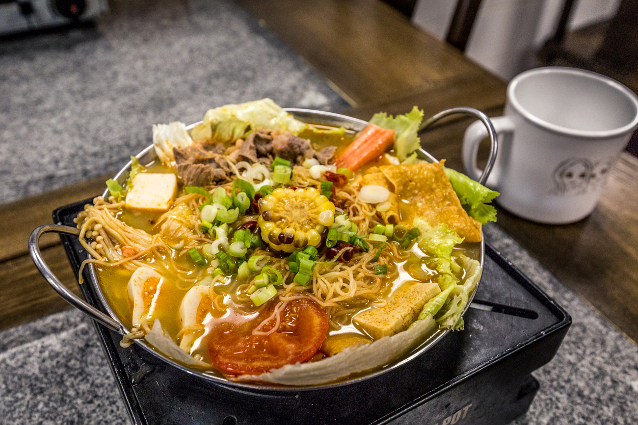 QQ Spicy Pot: iceberg lettuce, sliced mushroom, sliced beef, fish tofu, crab sticks, fish roe ball, stuffed fish ball, and fried tofu skin in a spicy soup broth / Image: Catherine Viox // Published: 8.26.19