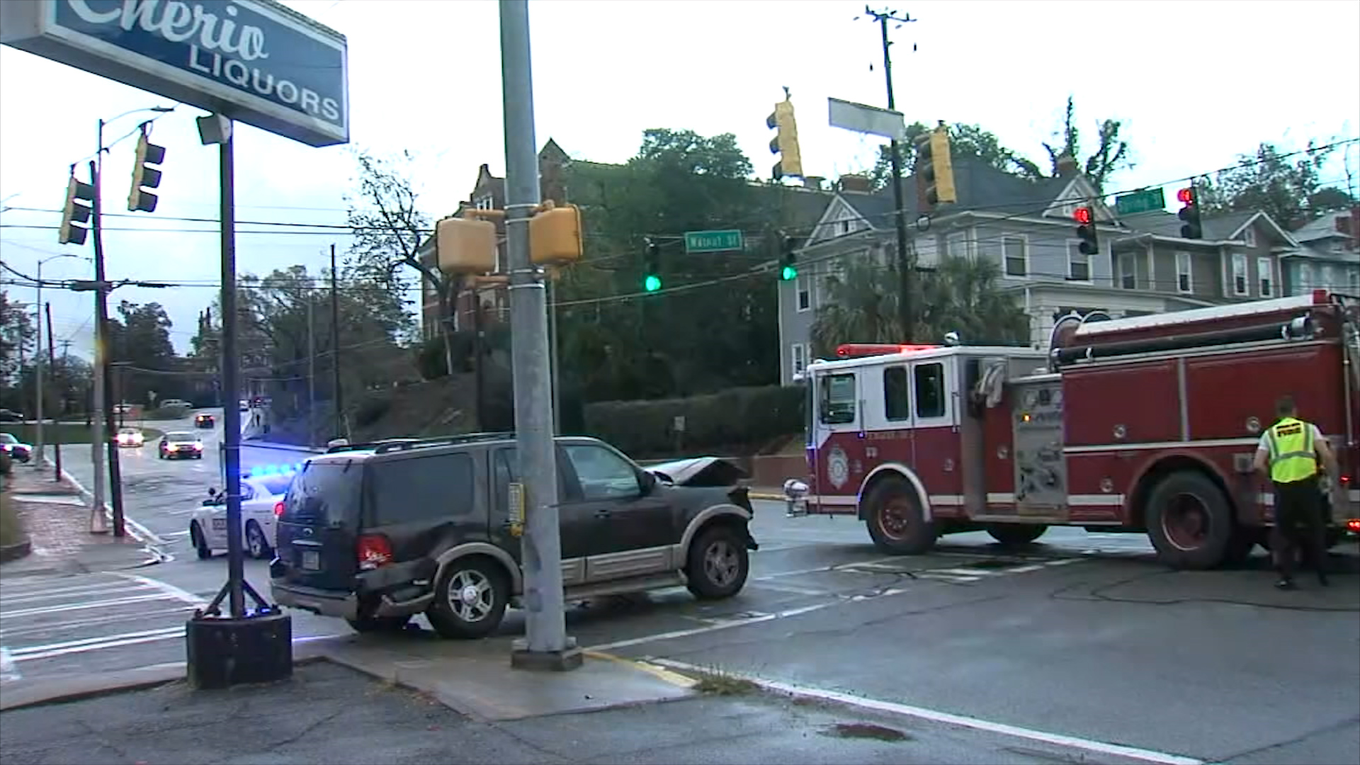Accident on Cherry and Walnut / David Domingue (WGXA)
