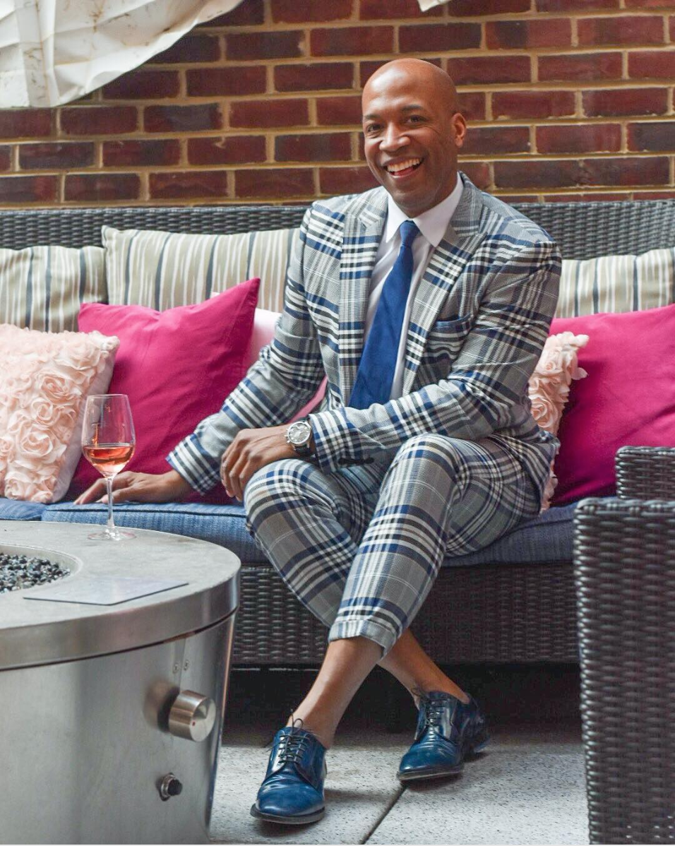 Men can definitely get on the geometric trend too and we love how this suit is amped up with a striking blue shoe.  (Image courtesy of @dcfashionfoolphotobysimplysylviadc)