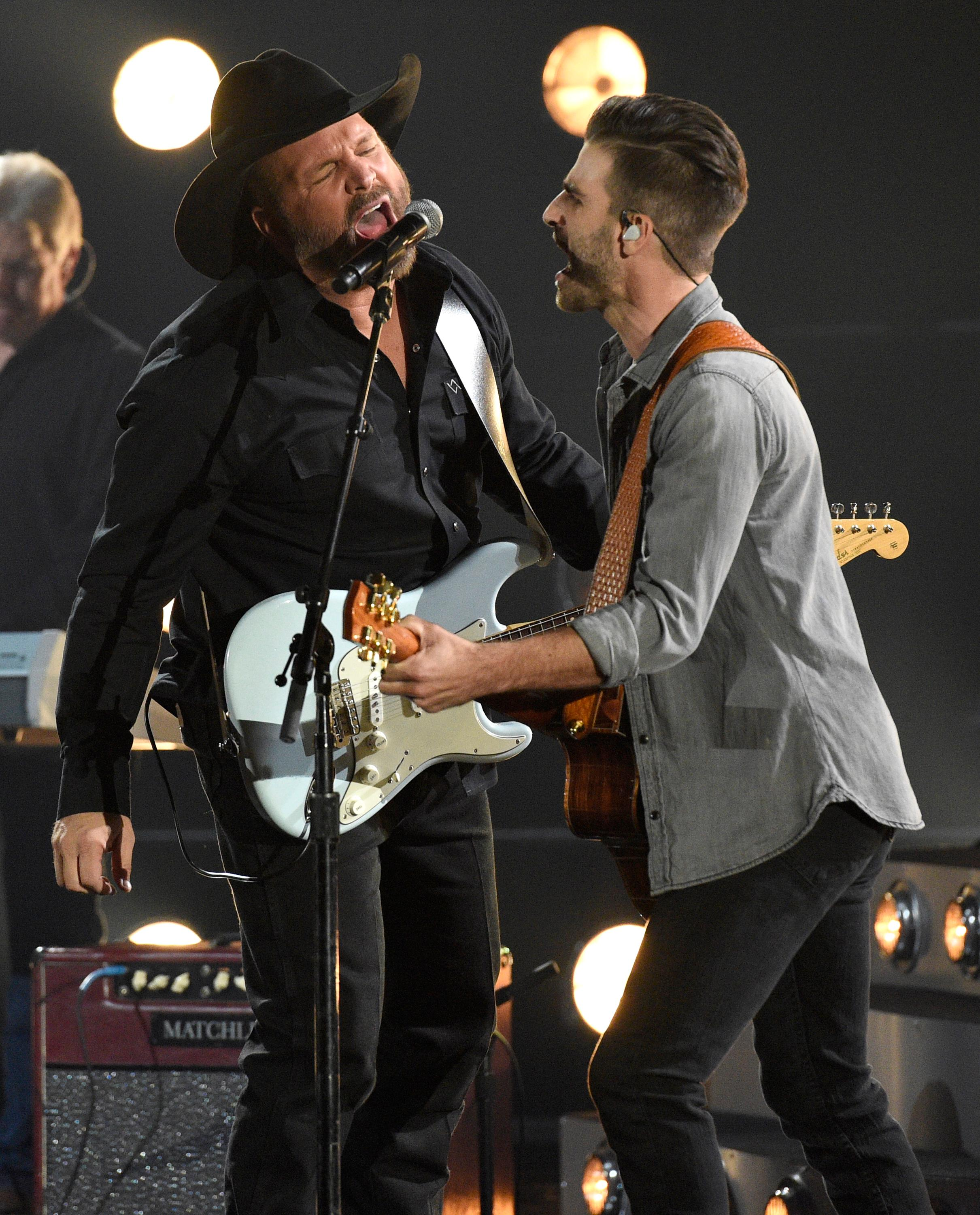 "Garth Brooks, left, performs ""Ask Me How I Know"" at the 51st annual CMA Awards at the Bridgestone Arena on Wednesday, Nov. 8, 2017, in Nashville, Tenn. (Photo by Chris Pizzello/Invision/AP)"