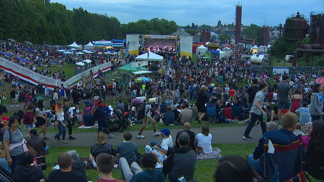 The biggest fireworks show in Seattle over Lake Union drew thousands of people to Gas Works Park on Wednesday night, July 4, 2018. (Photo: KOMO News)