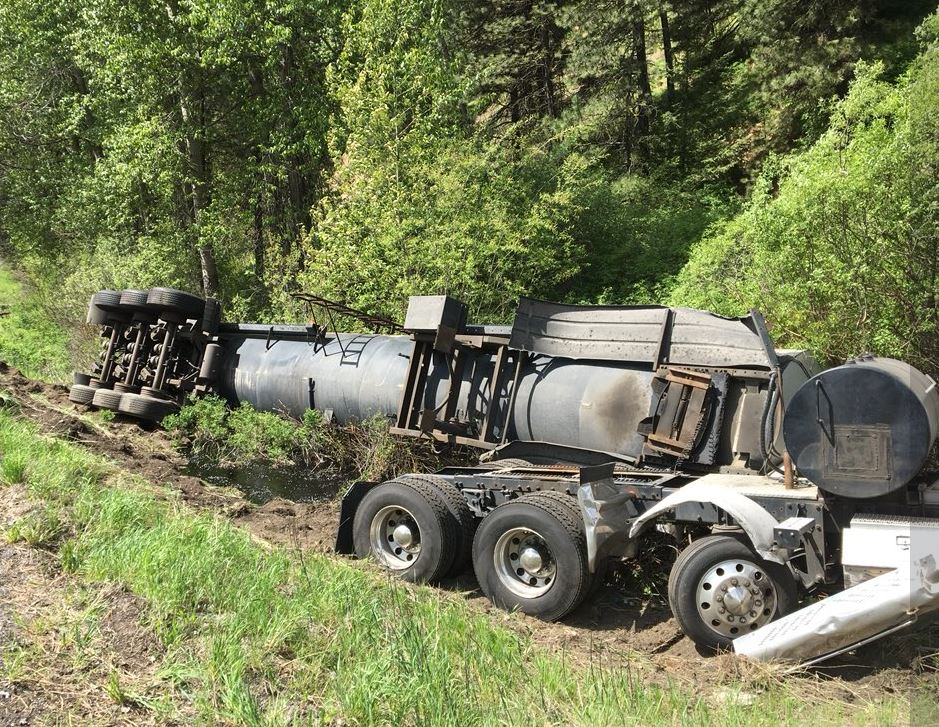 A crash blocked Blewett Pass on Monday, May 14, 2018. There was also a spill of 10,000 gallons of liquid asphalt. (Photo: Washington State Patrol)