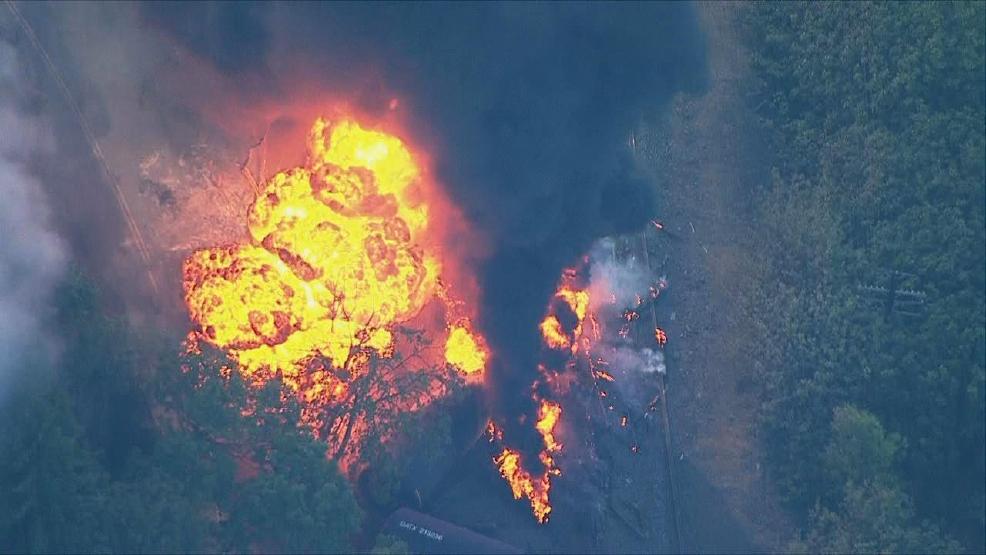 14 oil train cars derail in Columbia River Gorge, railcars erupt in