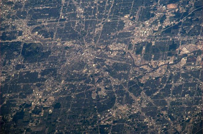 Flew over Houston yesterday evening.  The weather looked nice with no clouds (Photo & Caption courtesy Koichi Wakata (@Astro_Wakata) and NASA)
