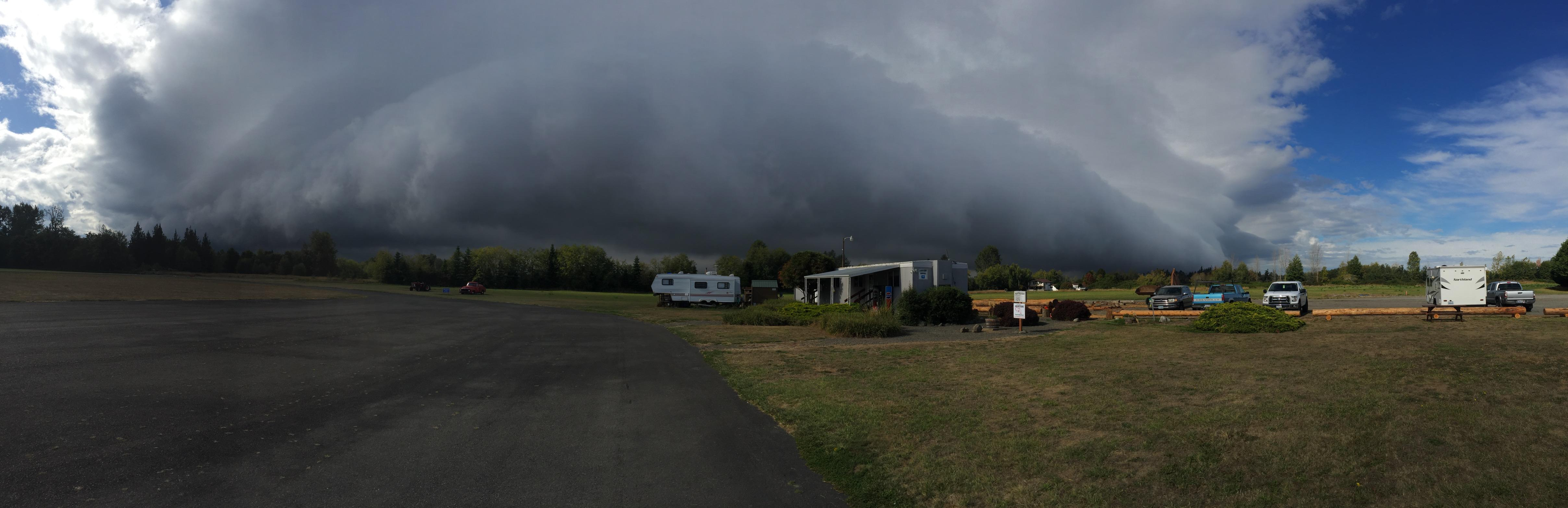 A shelf cloud is spotted in Sequim, Wash. on Sept. 29, 2017 (Photo: Andy Sallee)
