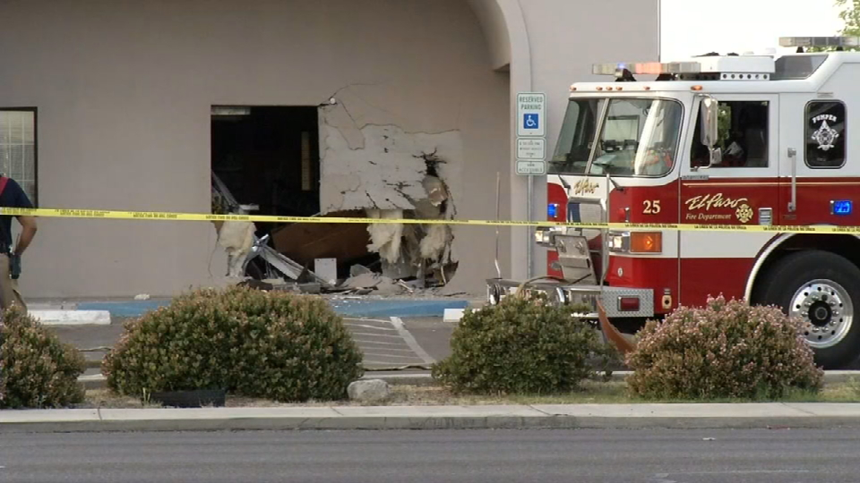 Single-vehicle crash at Apys Paint Store in east El Paso on Monday, March 20, 2017. (Credit: KFOX14/CBS4)