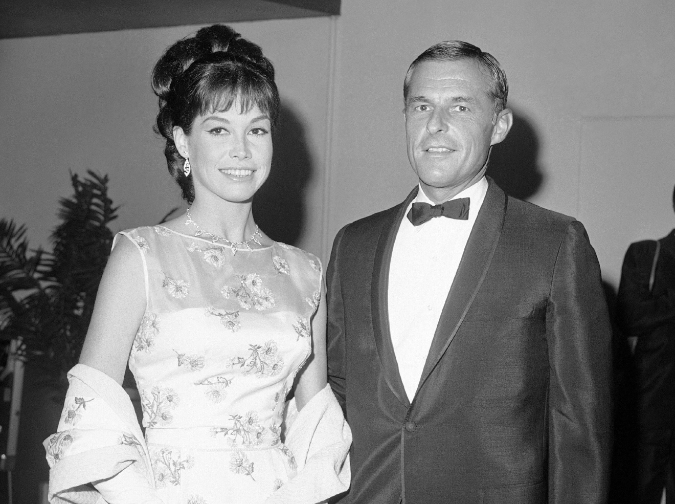 Mary Tyler Moore and husband Grant Tinker arriving for Emmy Awards, May 22, 1966 in Hollywood, Los Angles. (AP Photo/DFS/HPM)