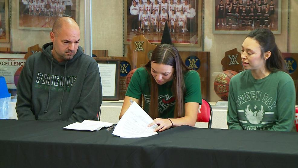 OSKEY SIGNS WITH UWGB.jpg