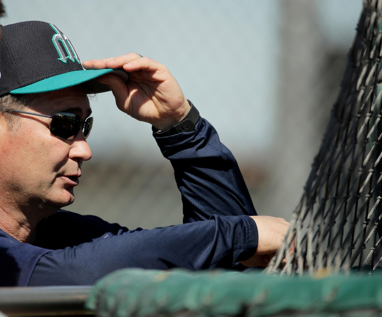 Seattle Mariners manager Scott Servais watches batting practice during spring training baseball practice, Tuesday, Feb. 21, 2017, in Peoria, Ariz. (AP Photo/Charlie Riedel)
