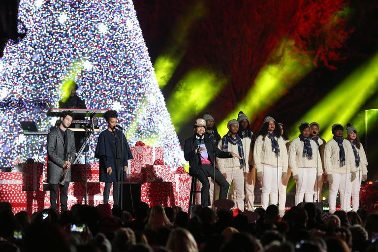 Chance the Rapper at the 2016 National Tree Lighting Ceremony. (Amanda Andrade-Rhoades/DC Refined)