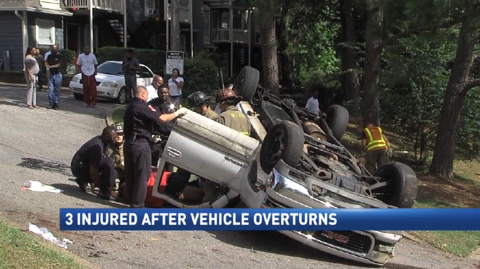 3 injured after vehicle overturns at Clearview Apartments | WPMI