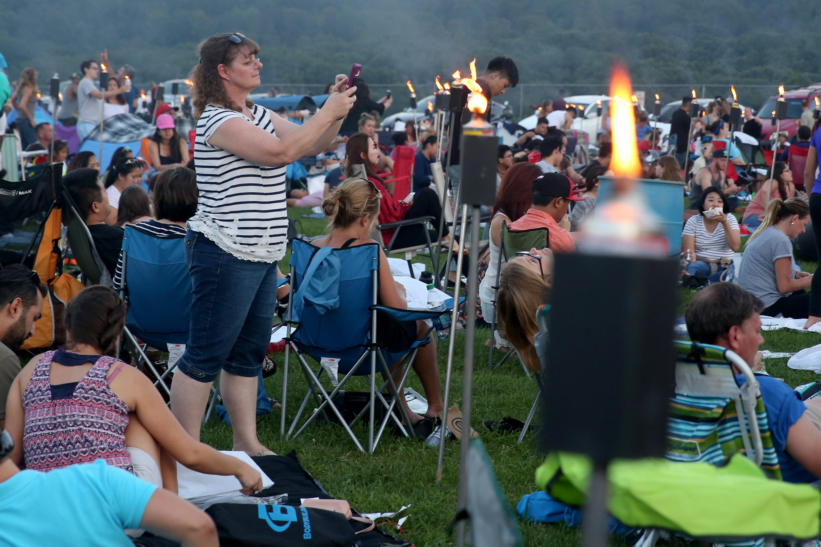 The evening started in Delta, Pa, just over the Maryland border. People gathered to draw on their lanterns, enjoy live music and prepare for the big event at sundown. (Amanda Andrade-Rhoades/DC Refined)