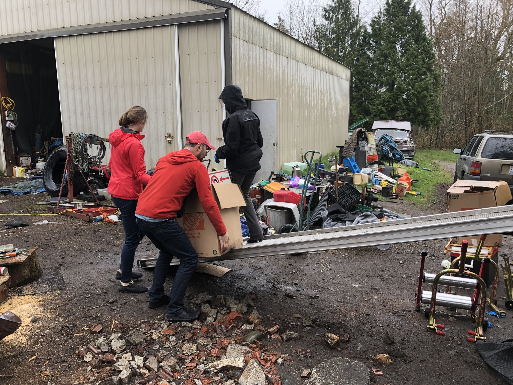 The King County Sheriff's Office investigates after a stolen moving truck was found. (Photo: KOMO News)