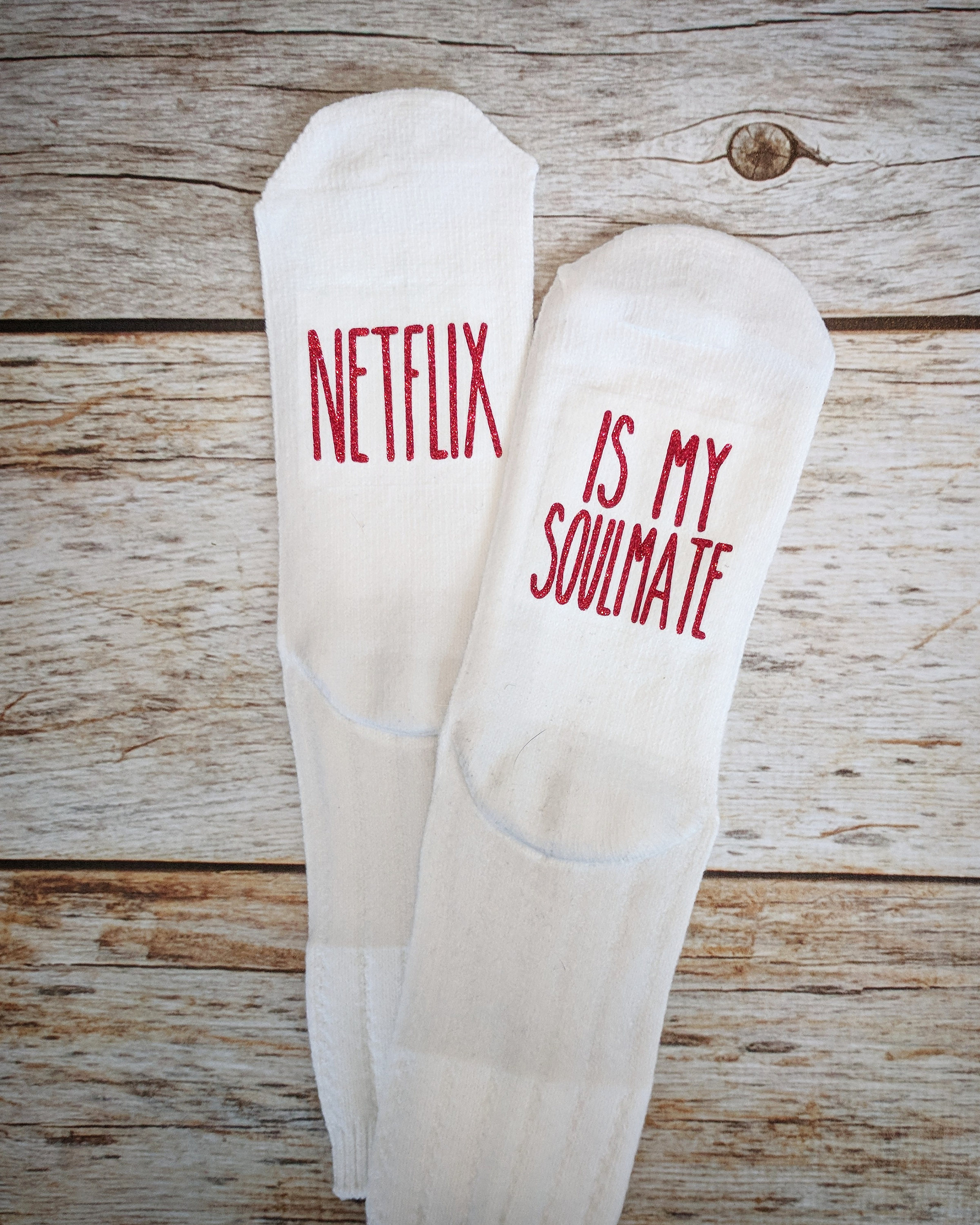 Netflix socks from 2troubleboys Etsy // Price: $12.95 // (Image: 2troubleboys // http://etsy.me/2nIT9xy)
