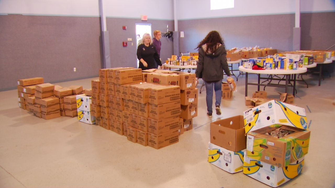 Holiday food boxes went to local families Wednesday, thanks to a former Major League Baseball player, his wife and their church. (Photo credit: WLOS staff)