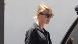 Taylor Swift doesn't let dancers hear unreleased music on video shoots