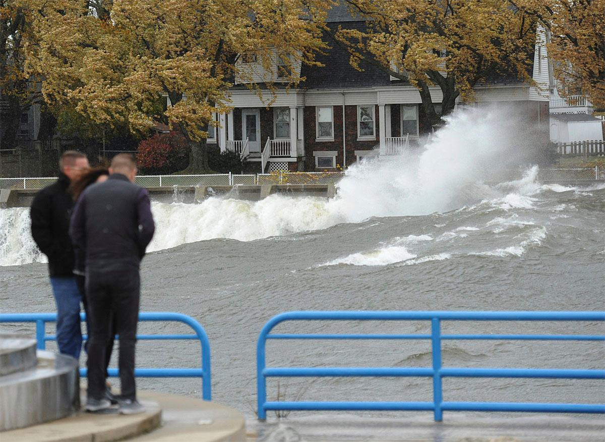 Waves crash along the St. Joseph River channel Saturday, Nov. 19, 2016, in St. Joseph, Mich. (Don Campbell /The Herald-Palladium via AP)