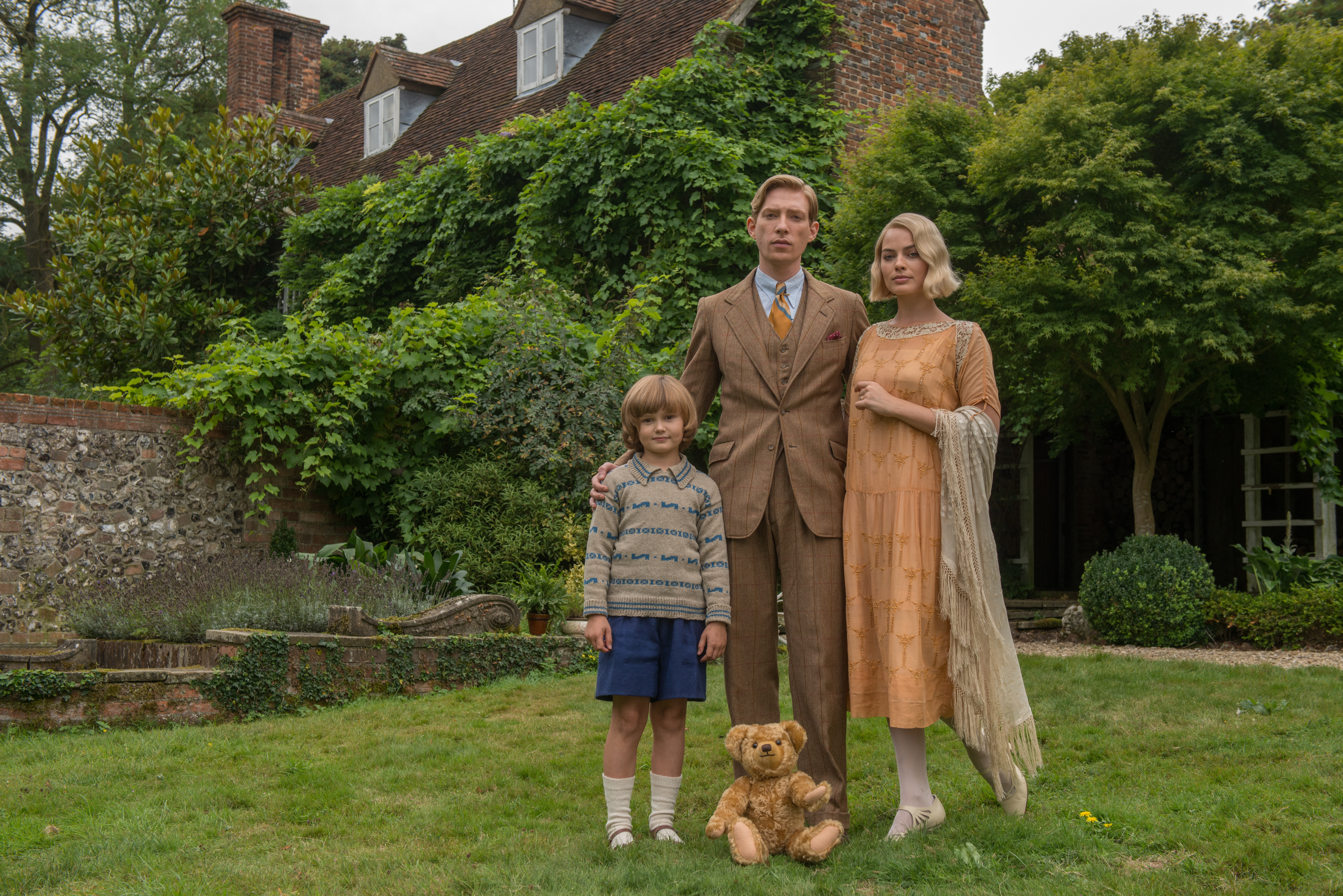 Margot Robbie, Domhnall Gleeson and Will Tilston in the film GOODBYE CHRISTOPHER ROBIN. Photo by David Appleby. © 2017 Twentieth Century Fox Film Corporation All Rights Reserved<p></p>