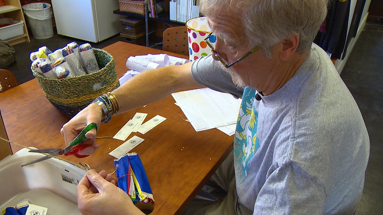 Ken Keiffer, super volunteer. (Photo: KOMO News)