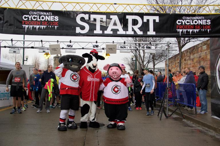 The 2018 Cyclones Frozen 5k took place on Saturday, February 10 in Downtown Cincinnati. / Image: Dr. Richard Sanders // Published: 2.11.18