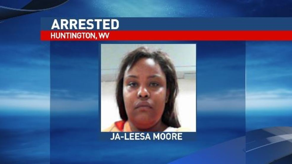Huntington Wv News >> Huntington Woman Accused Of Dragging Officer With Car Hitting