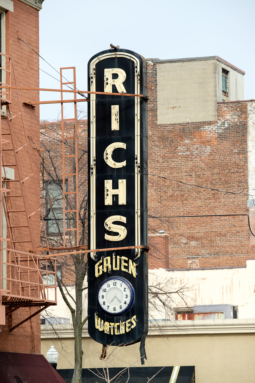 SIGN: Richs Gruen Watches / ADDRESS: 703 Madison Ave., Covington, KY 41011 // Image: Daniel Smyth // Published: 2.18.17