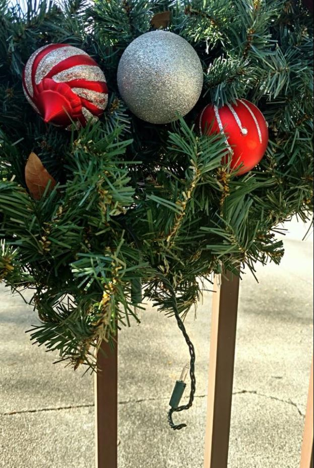 A Grinch is stealing, damaging Christmas lights in Martin County (MCSO)