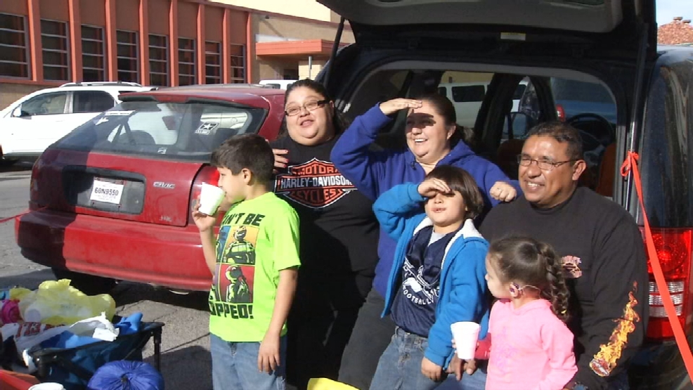 El paso family makes camping out for thanksgiving parade for Sun city motors el paso tx