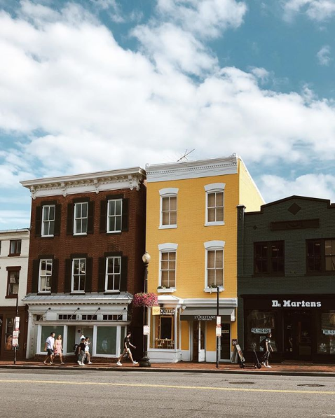 We love these colorful shops in Georgetown. (Image: Via IG user @lymadrdid)
