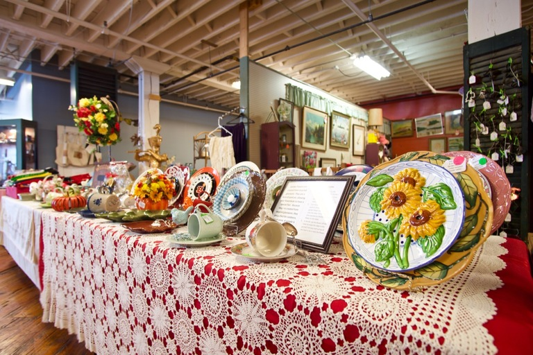 RomWeber Marketplace resides in the former RomWeber Furniture plant. Its 60 vendor stalls feature everything you can imagine, including knickknacks, bric-a-brac, and kitsch mementos. ADDRESS: 7 South Eastern Avenue 47006 / Image: Brian Planalp