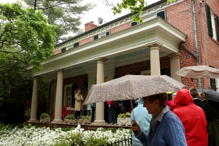 On April 22, five homes in old town Alexandria opened up their doors to hundreds of curious onlookers for the 84th annual Alexandria Historic Homes & Garden Tour. Attendees were invited to explore the spectacular homes and gardens seldom seen by the public. (Amanda Andrade-Rhoades/DC Refined)
