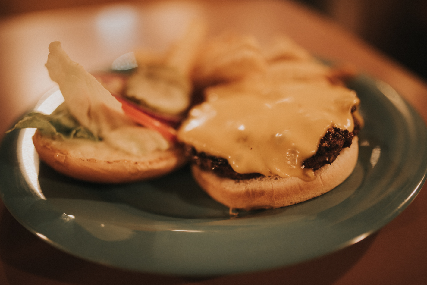 Burger served on a sesame bun with lettuce, mayo, tomato, onion and pickle / Image: Brianna Long // Published: 6.14.17