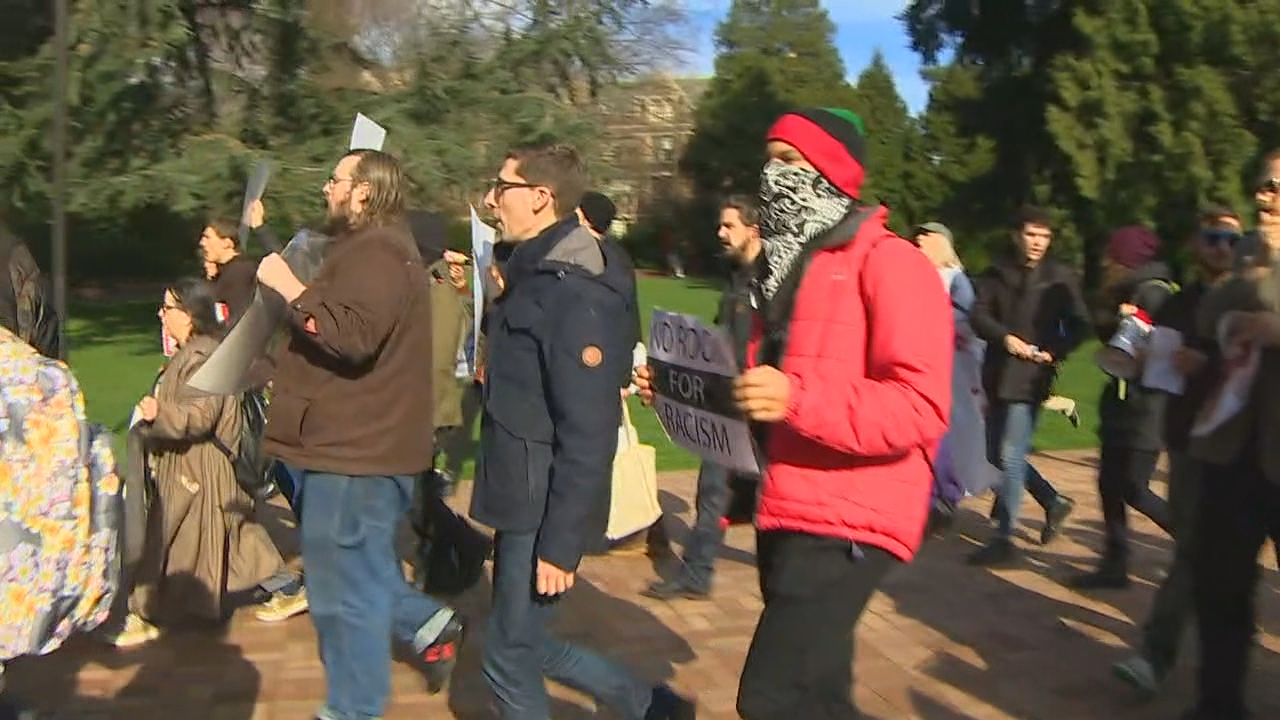 Counter protesters who gathered at the HUB marched to Red Square. (Photo: KOMO News)<p></p>