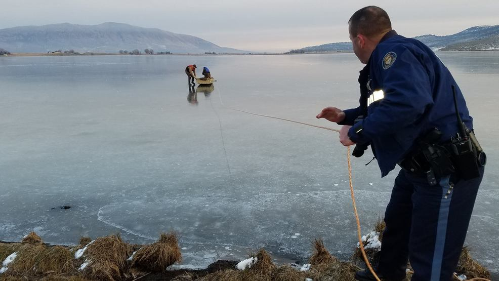 Young buck rescued from ice on frozen oregon lake katu for Oregon department of fish and wildlife jobs