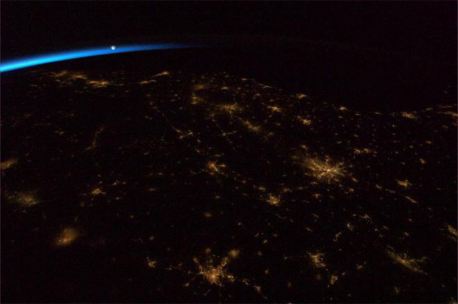 The Moon ushering in the dawn over the Southeastern United States. (Photo & Caption: Col. Chris Hadfield, NASA)