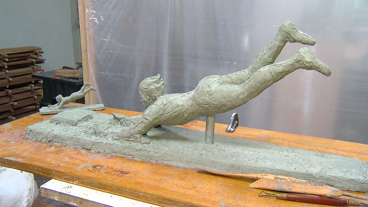 "Art and science ""slide"" together to capture Pete Rose in statue (WKRC)"