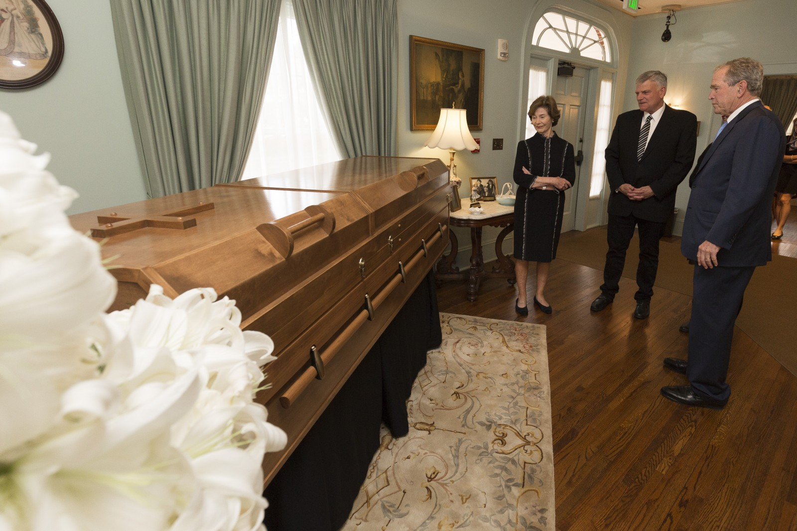 The Bushes visit with Franklin Graham and pay their respects. Photo: Billy Graham Evangelistic Association<p></p>