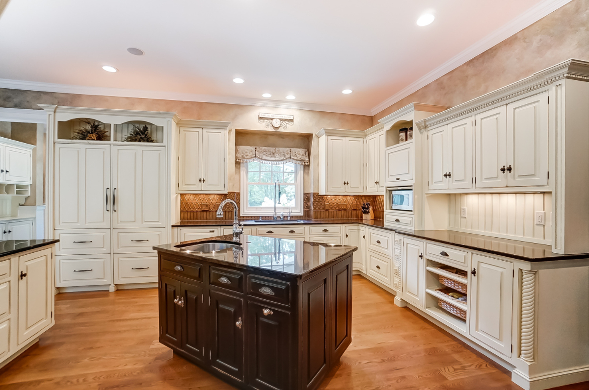 A gourmet kitchen with top of the line appliances, a wet bar, a breakfast nook, and a formal dining room will make cooking and hosting guests a breeze. / Image courtesy of Wow Video Tours via Michael Franz of Coldwell Banker West Shell-Hyde Park // Published: 9.7.20