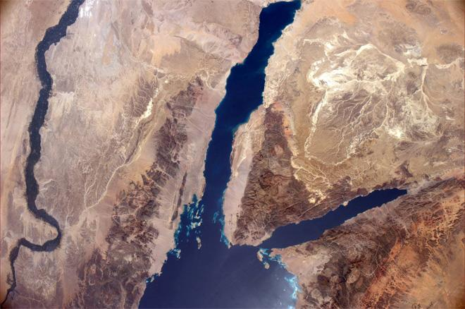 Continuing the pass from Greece, we had a great view of the Nile and Red Sea (Photo & Caption: Rick Mastracchio, NASA)