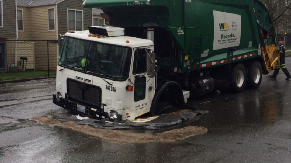 Recycling truck falls into W. Seattle sinkhole | KOMO