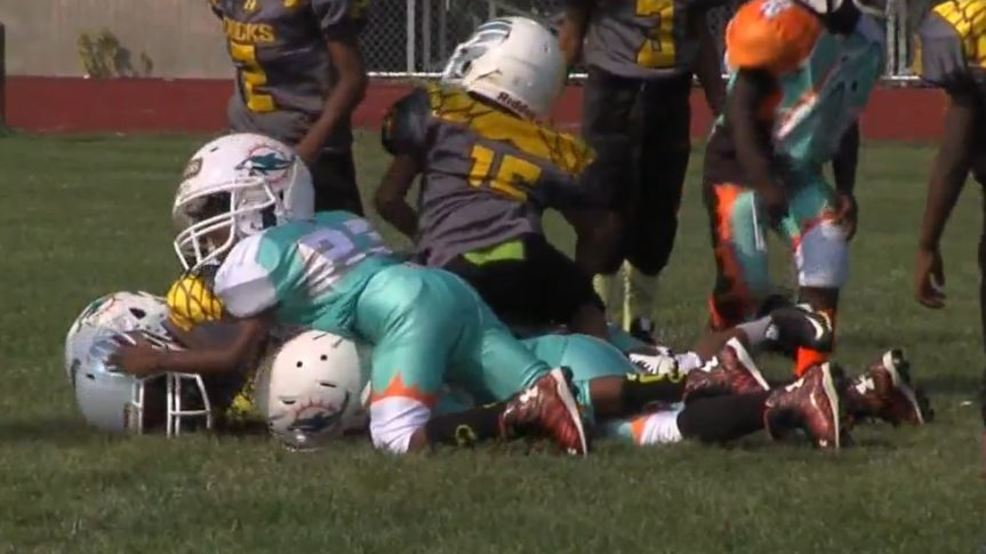Playing Tackle Football Before 12 >> Study Claims Playing Tackle Football Before Age 12 Could Be Linked